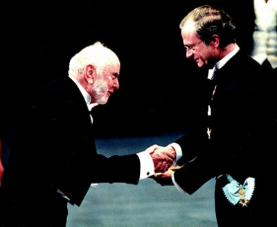 Douglas North receiving his Nobel Prize.