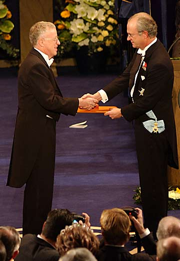 Akerlof receiving his Nobel Prize